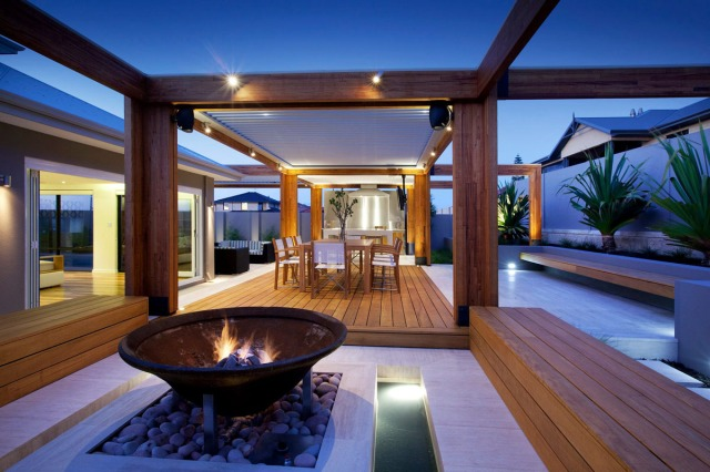 backyard-with-teak-decking