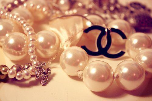 beautiful-chanel-glitter-gold-jewelry-Favim.com-408232