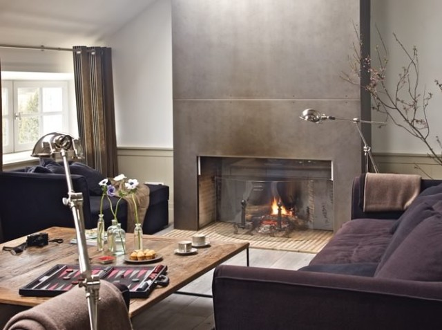 eclectic-living-room-decorating-ideas-home-decor-metal-chimney-piece-fireplace-decoration-gray-grey-deco-modern-industrial-chic-purple-velvet-sofa