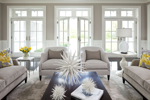 Beachy-living-room-with-aqua-decor-and-Benjamin-Moore-White-Dove-ceiling-with-a-flat-finish