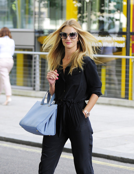Rosie+Huntington+Whiteley+visits+Marks+Spencer+6ad1BdHEjhXl