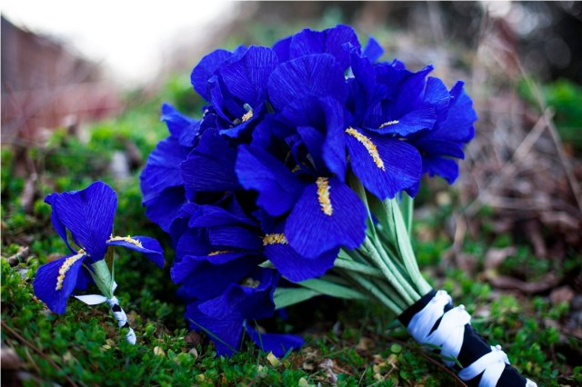 wedding-flower-alternatives-bridal-bouquets-from-etsy-cobalt-blue-paper.original
