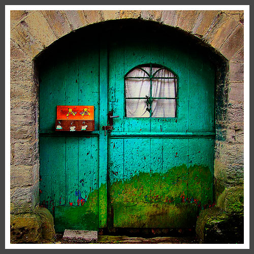 lizzyB_loves_colorful_doors_4